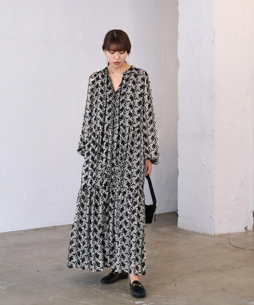 【RE ARRIVAL】  リクエストにお応えして再入荷。  たっぷりとしたボリュームのあるティアードデザインで、動くたびに裾が揺れフェミニンな印象に。  フラワーボリュームティアードワンピース ¥23,000+tax   #AKTE #restock #fashion #style #アクテ