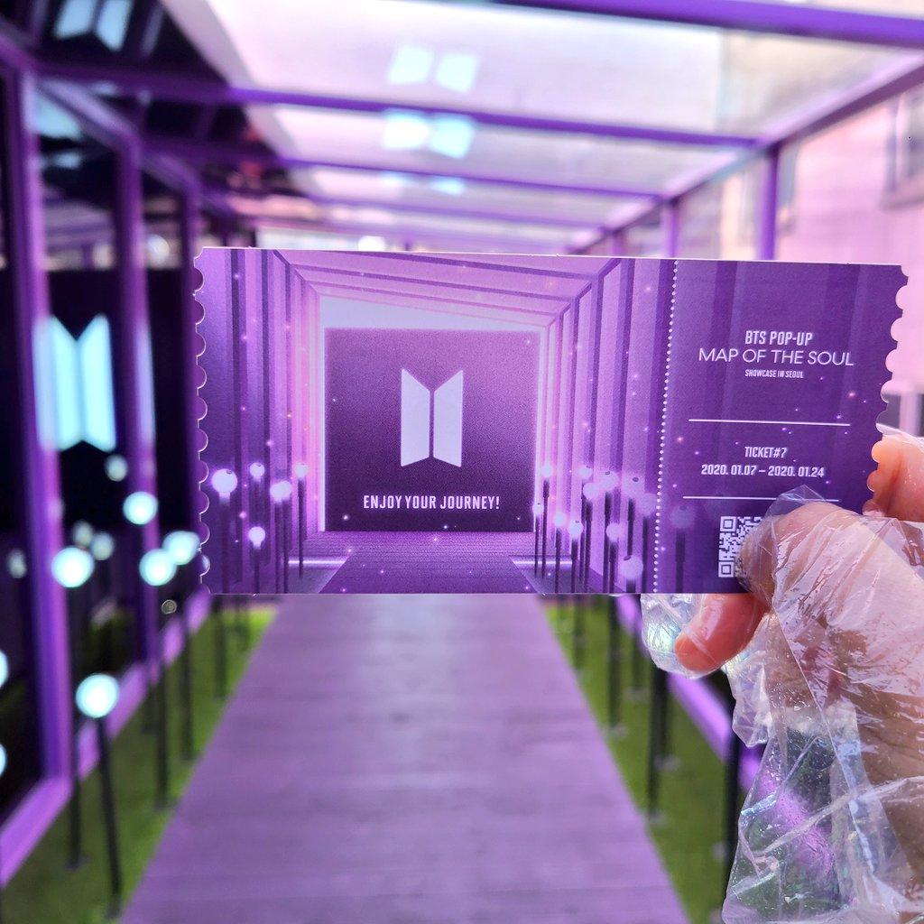 팝업 벌써 마지막회차라 티켓 기념으로 가지고싶어서 한번 더 방문 ㅠㅠㅠ ㅋㄹㄴ때매 여러모로 아쉬웠던 팝업이었지만 그래도 예쁜 공간 구경할 수 있어서 좋았다,, 마지막 티켓 넘 예뿌다 ㅠㅠㅠㅠㅠㅠ #BTS_POPUP #MAP_OF_THE_SOUL