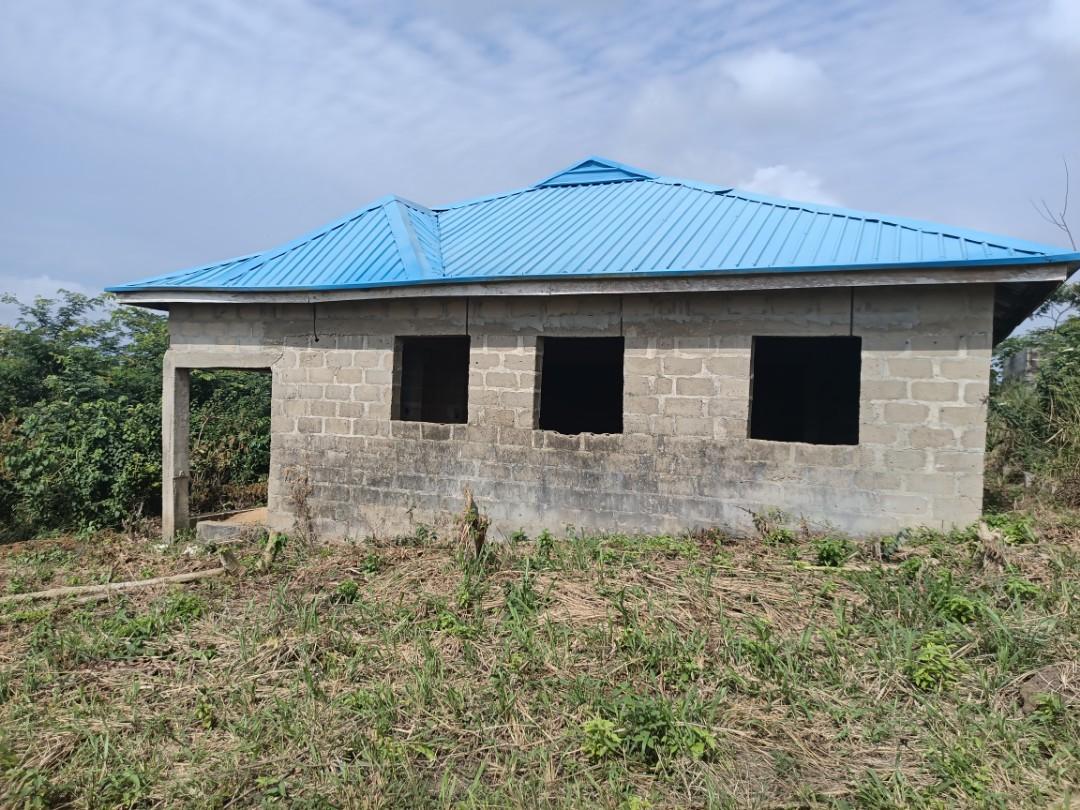 #ForSale: 4 Bedroom, 5 Toilets, 4 Bathrooms, Roofing Completed, Plus 2 Nos of 2 Bedroom Flat on 620sqm land @ Igbe Ogunro #Ijede #Ikorodu #Lagos #Nigeria. N6m Call 08176446666 now #whatproperty
