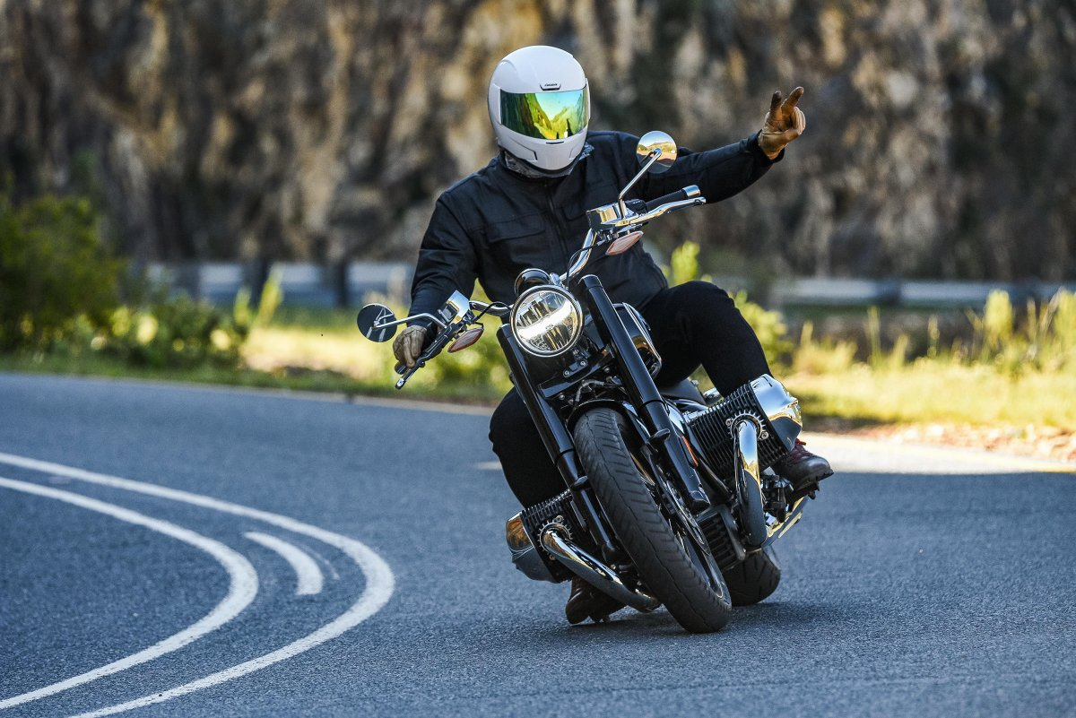 Sundays are for the soul.   Like no other BMW motorcycle before it, the R 18 stands entirely in the tradition of historical BMW motorcycles.  Seasoned bike journalist, Wes Reyneke shares his first impressions:  https://t.co/le8Eo2yL2d   #MakeLifeARide #SoulFuel #R18Classic https://t.co/RHpHo1UVDI
