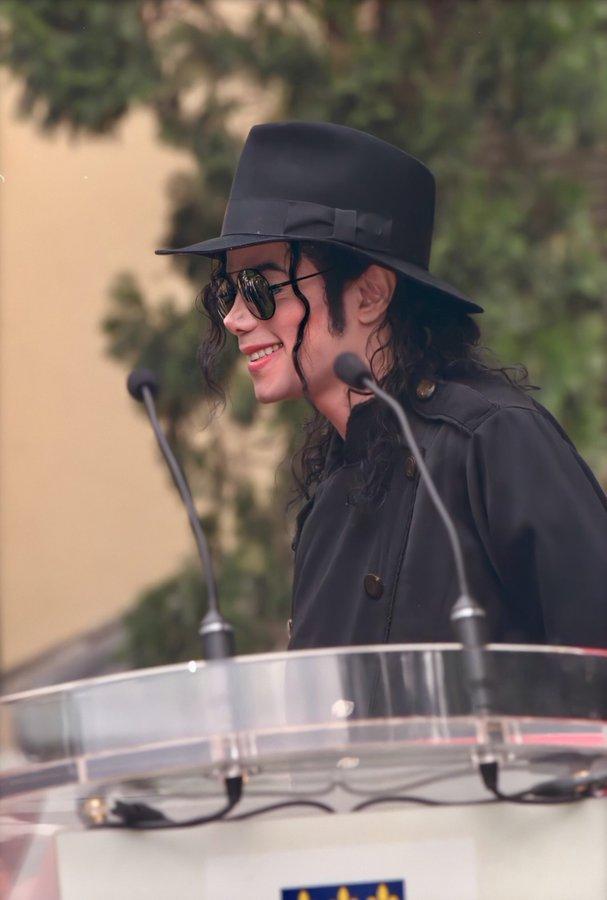 Michael Jackson en el Instituto Lumiére, Lyon 1997. #MichaelJackson #MJFam #kingOfPop https://t.co/aspakClQJV