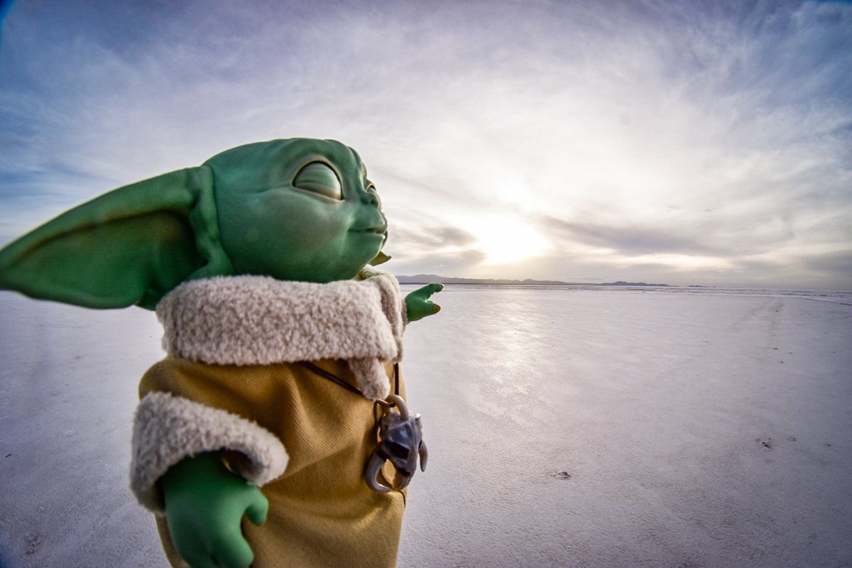 Grogu searching for a Jedi in Crait. Maybe @HamillHimself could tell him if he has visited Uyuni salt flats before?