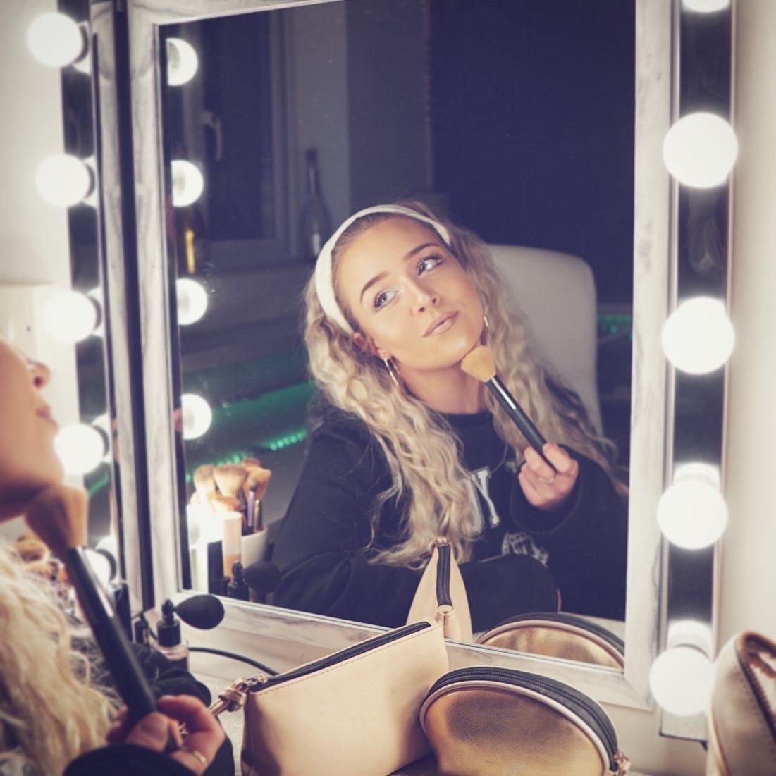 Getting dressed up to go nowhere is fun 🙈   #lockdown #Quarantine #QuarantineLife #fresh #new #girl #singer #love #tbt #photooftheday #instamood #iphonesia  #bestoftheday #selfie #music #fun #music #songwriter