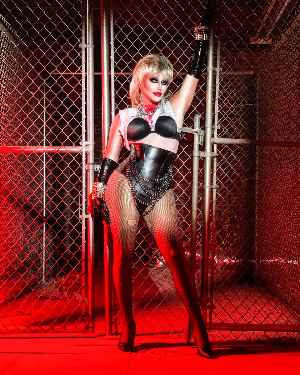 PRISONER! Photo and corset by @itsethan777 #mileycryus #dualipa #prisoner #chains #dragqueen #drag #queen #makeup #onlocation #plastichearts #rockstar #leather #corset #red