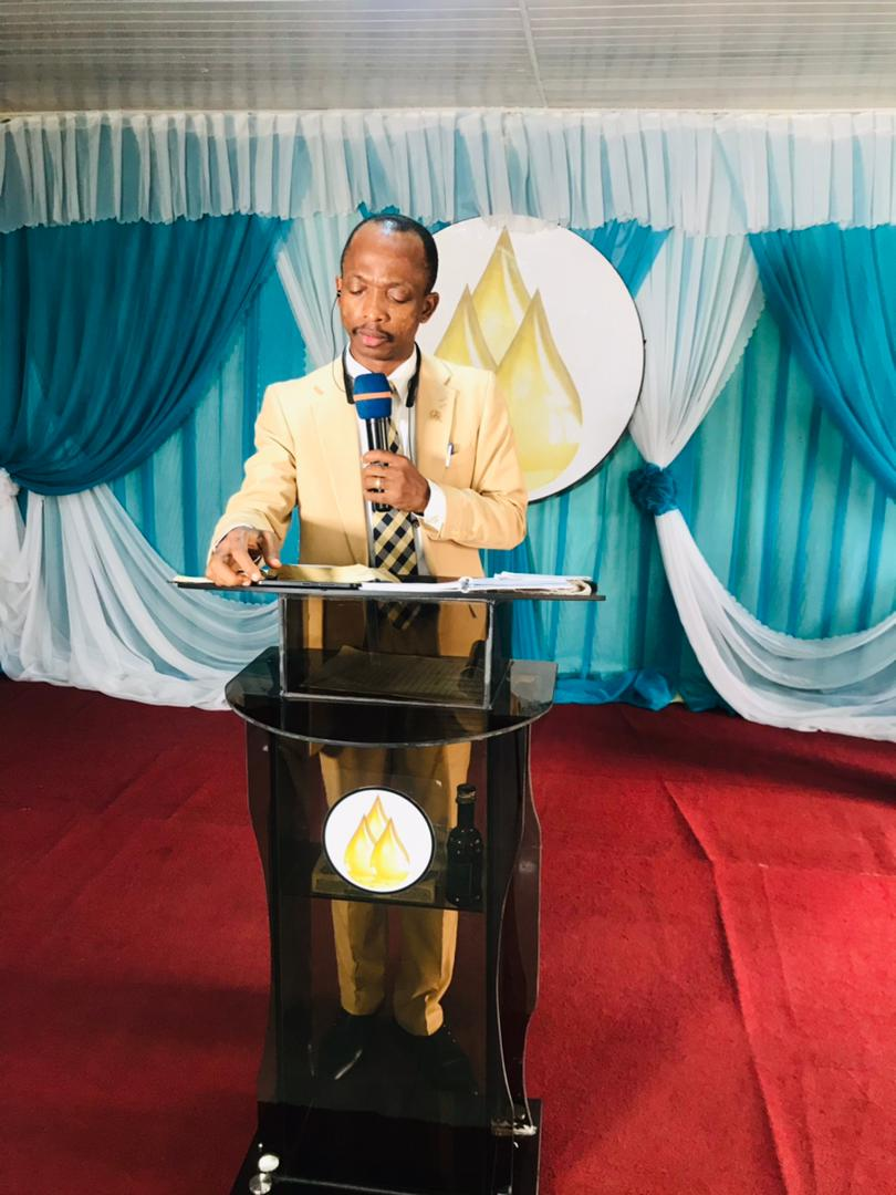 Our lead pastor isaac Oluwayomi Oye is already at the podium to deliver the sermon. Worship is ongoing. Join in the praise and worship as we connect to God for the word . It is the dawn of a new day. #Day14 #21daysofprayerandfasting #righteousnessjanuary #divineestablishment2021