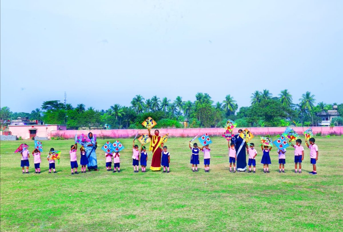 As the sun embarked on Uttarayan journey and state observed the festival of '#MakarSankranti, Pre-schoolers fulfilled their euphoria of flying kites with the help of Anganwadi Didi.  #OdishaCares