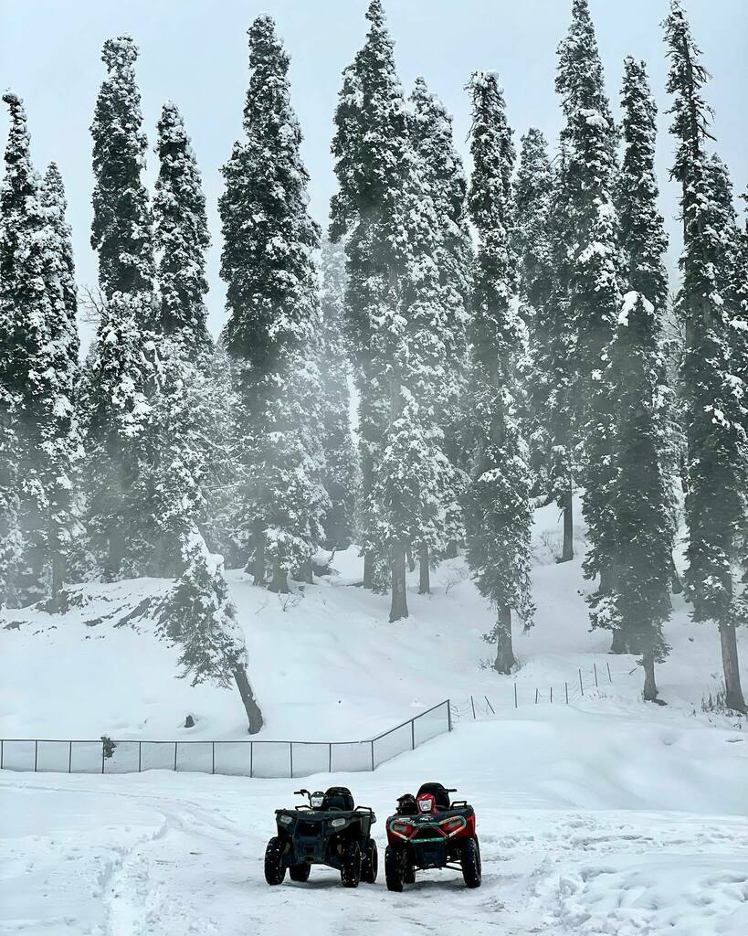 Would you come along for a ride..  . . At Gulmarg #india #snow #beautiful #mountains #ride #weather #roadtrip #day #view #picoftheday #trip #vacation #me #traveller #life #fun #travel #memories #instagood #love #photo taken on #iphone #photographer #igtr…