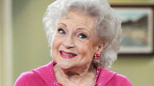 #BuenosDias! Hoy, El 17 de enero cumple 99 añitos la gran, entrañable y divertida Betty White #HappyBirthdayBettyWhite  #FelizDomingo y #FelizCumpleaños #HappyBirthday