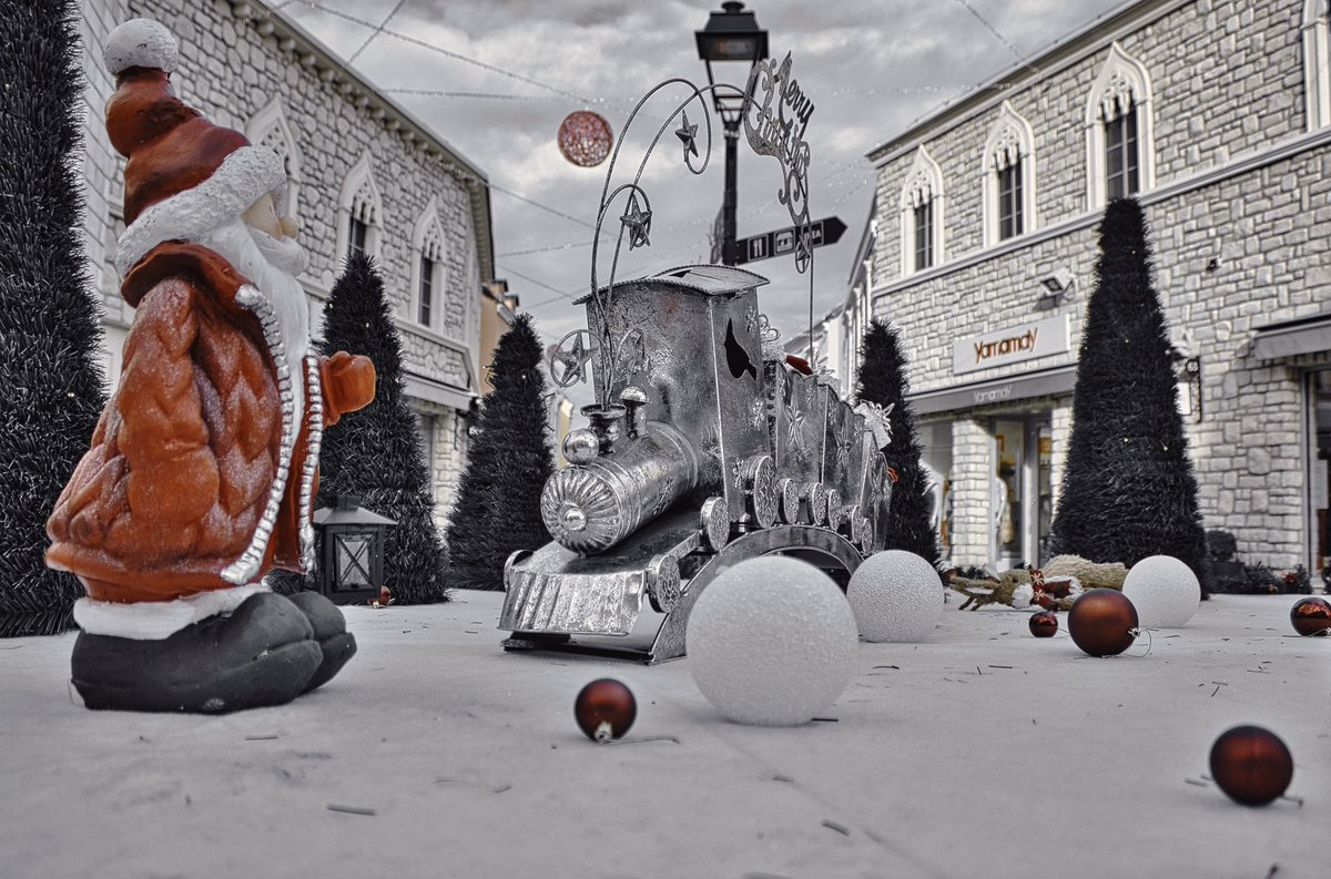 Two years ago at the @designeroutletcroatia or #sop it is also called, i think #back #then #when #people #used #to #travel #trip #shop #shoping #croatia #zagreb #designeroutletcroatia #photography #travelphotography #winter #mood #christmas #newyear #nov #november #2018