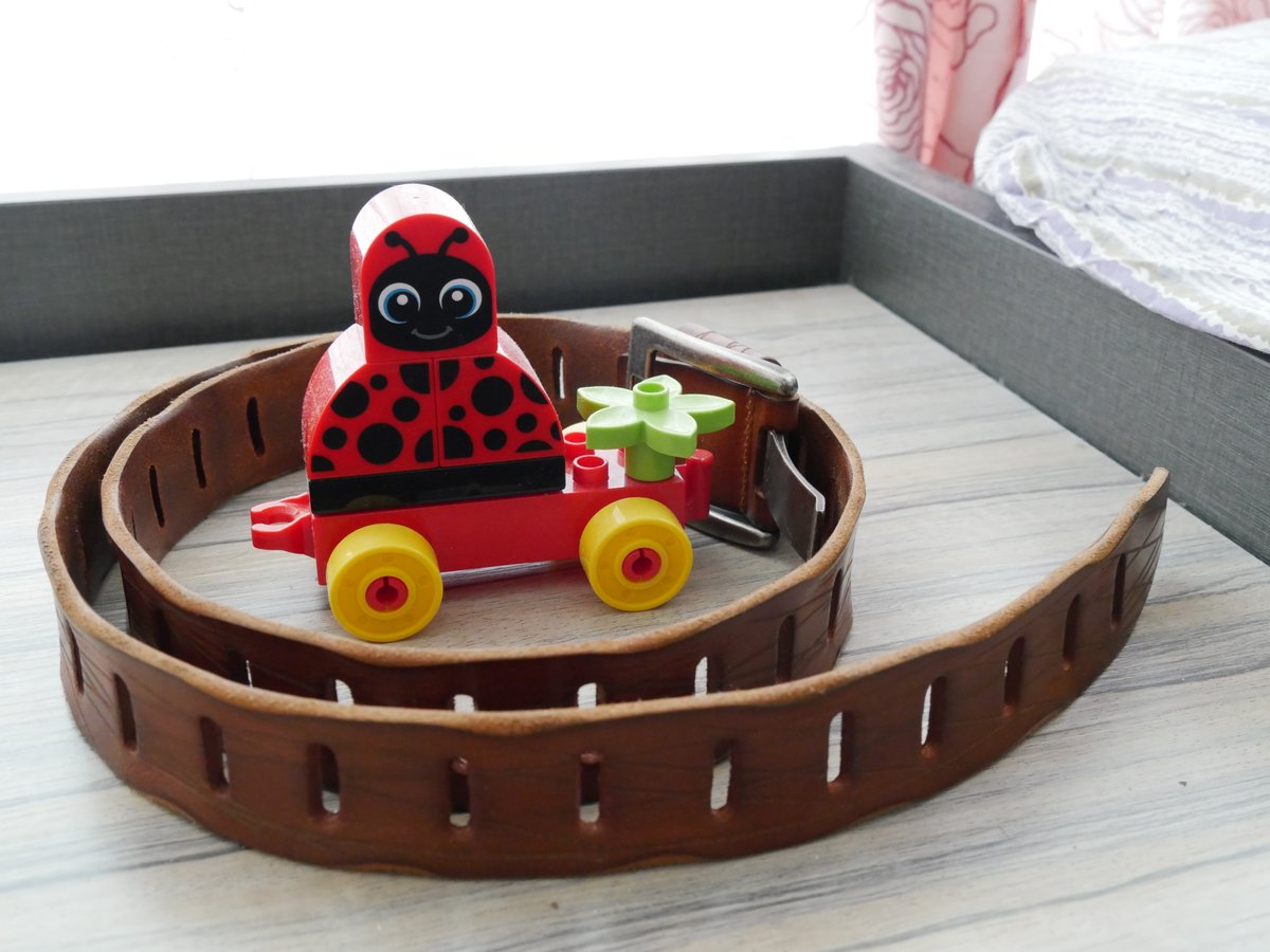 Ladybird car with Like a film belt in still life taking in my room at home #G100 #Ladybird #belt #film