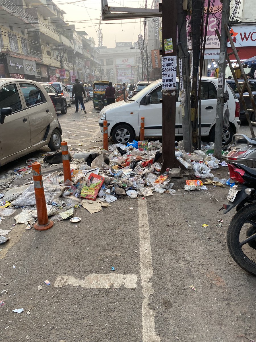 This is how the busy Kamla nagar market looks like during the ongoing MCD workers strike. No one seems to be concerned to resolve the crisis.