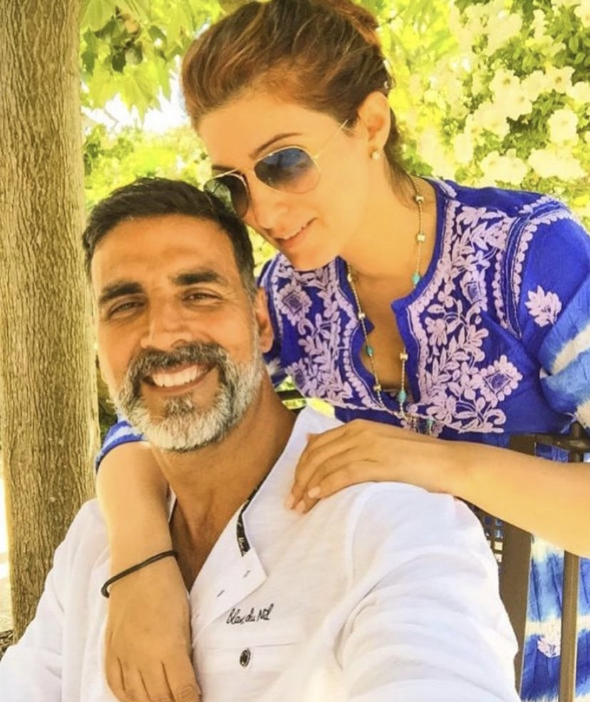 #AkshayKumar wishes #TwinkleKhanna with this picture on their 20th wedding anniversary.