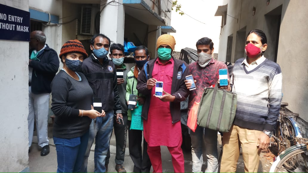 Today (17.01.2021) #MalipanchghoraPS of #HowrahPoliceCommissionerate handed over 7 recovered missing mobile phones to their respective owners.  #SafeHowrahCity #WeCareWeDare #ToServeandProtect