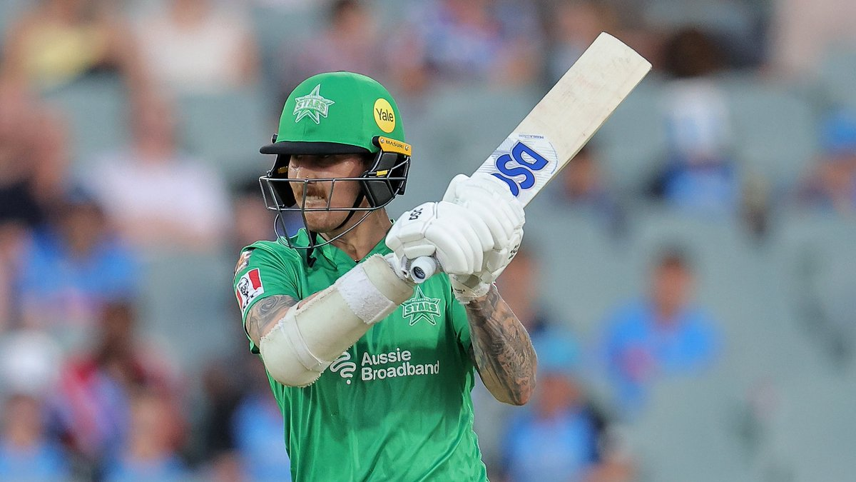 Time for a Power Surge 🌩️  34 runs for the win, 4 overs.   #TeamGreen #BBL10 https://t.co/y2mnMIMmUn