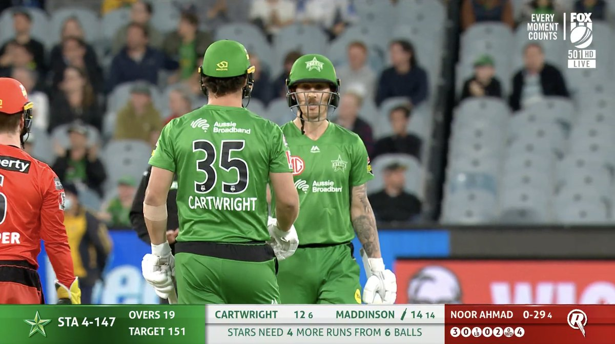 Down to the last over... 😅  4⃣ to win!! C'mon #TeamGreen   #BBL10 https://t.co/goeB2Tq5Wk