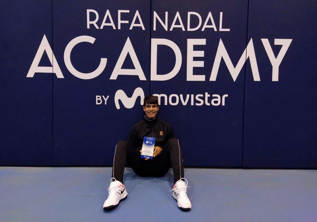 Hace un año @alcarazcarlos03 conquistó los dos torneos 🏆@ITFTennis disputados en la #RafaNadalAcademy by Movistar. Grandes recuerdos... ¡Y gran progresión! 👏🏻