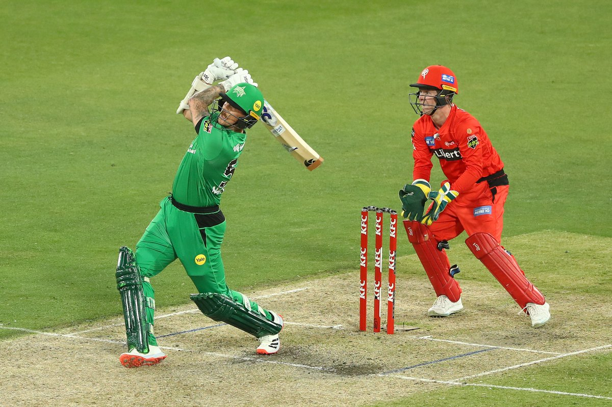 Finishing the game in style 💁  #TeamGreen #BBL10 https://t.co/gmHR8WEw6M