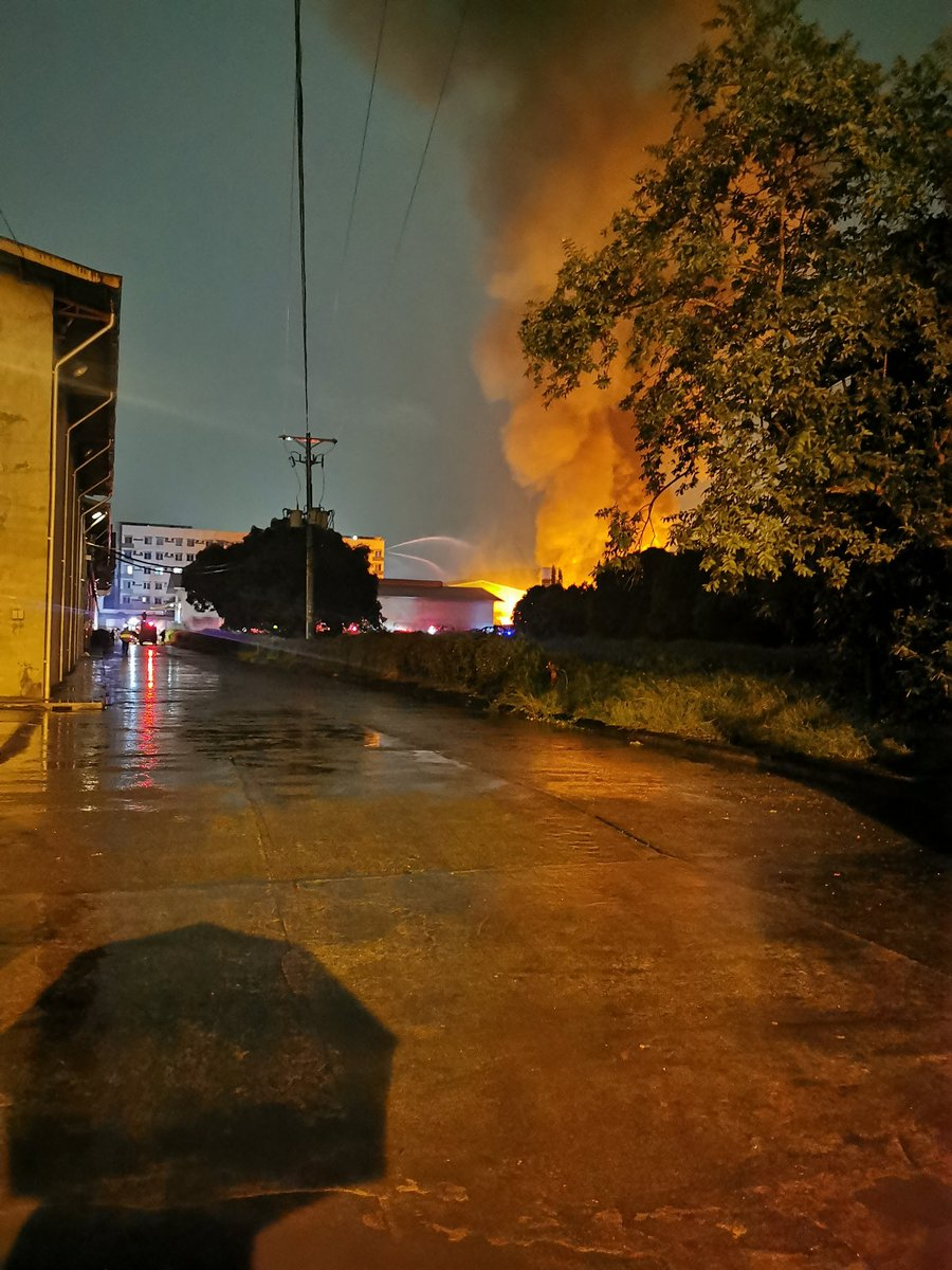LOOK: Scenes from the fire that broke out at Roosevelt Chemical Warehouse Inc. in F. Mariano, Dela Paz, Pasig City.  According to the BFP, the fire has reached 4th alarm as of 7:33 p.m. | @khallareINQ