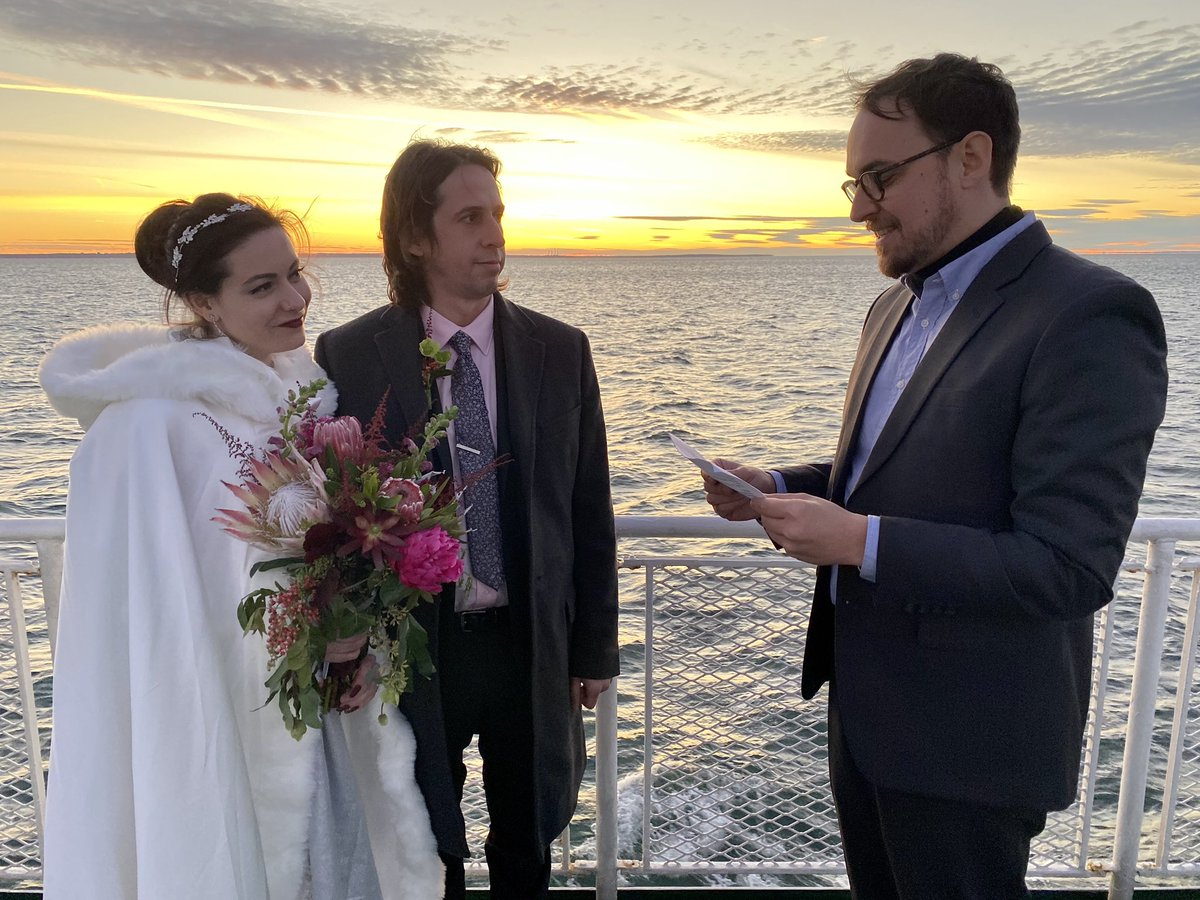 How can I not take this opportunity to post one of my favorite photos from the best day of my life ? https://t.co/ptdQqrFGNz https://t.co/ECoqadq97I