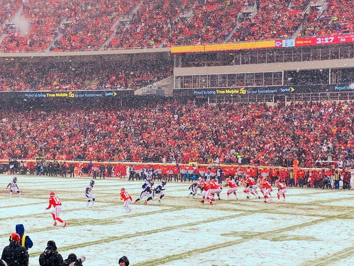 12.15.19 #Denver Broncos vs. #KansasCity Chiefs 💙🧡🏈❤️💛 Final Score: #Chiefs: 2️⃣3️⃣; #Broncos: 3️⃣   #nfl #football #denverbroncos #kcchiefs #runitback #arrowhead #arrowheadstadium #missouri #sports #travelblog #travelblogger #blog #blogger #journeywithj