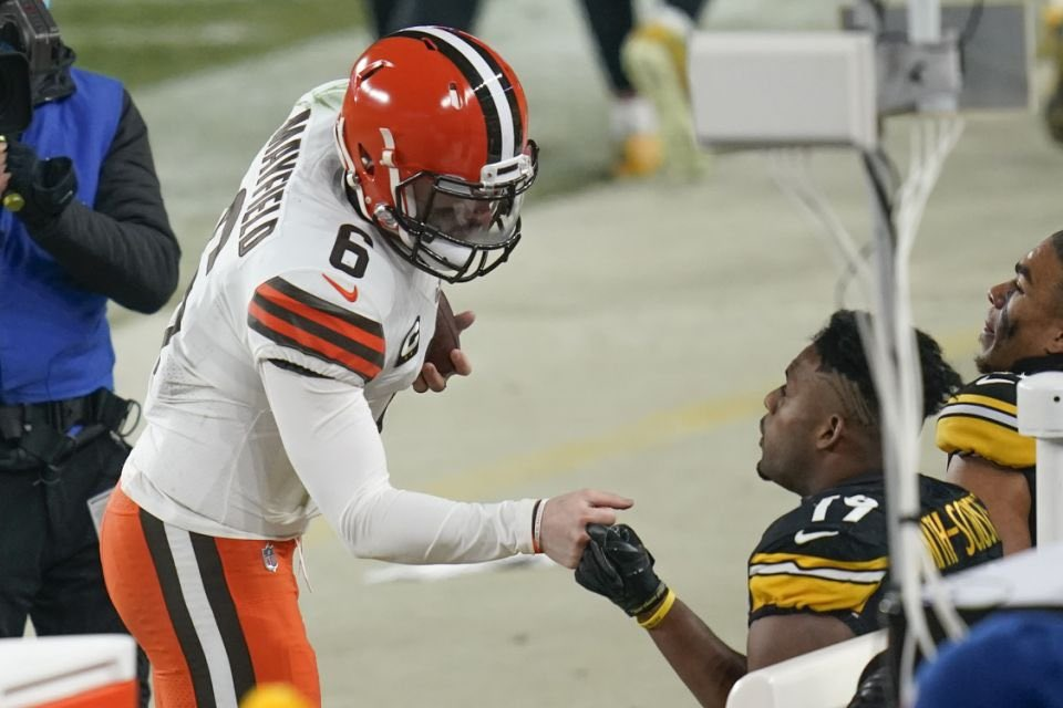 They hate to show it but @bakermayfield sought out @TeamJuJu to show him respect and praise for a good game #WeWantMore #Browns #NFL #juju #HereWeGo