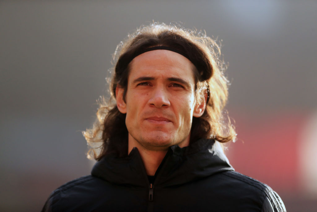 Change for Man Utd 🔁  Edinson Cavani replaces Anthony Martial.   Can he provide a much needed spark?  Liverpool 0-0 Man Utd  #LIVMUN LIVE: 📻 Listen: @5liveSport  💻 Follow:   #bbcfootball