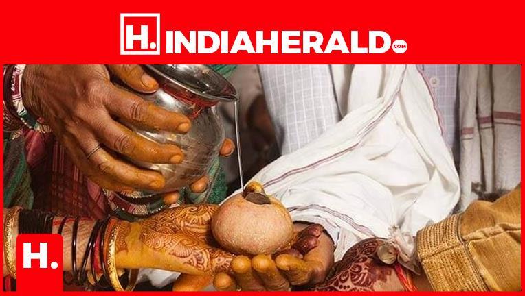 రైతునే పెళ్లి చేసుకుంటా..దరఖాస్తు చేసిన మహిళా MRO, అదే బాటలో...  #rythu-marriage-bureau   #indiaherald  #indiaheraldgroup #LifeStyle-IndiaHerald #TeluguIndiaHerald #VIKRAM-IndiaHerald  https://t.co/aa222Otghx https://t.co/W1rgEVtdvS