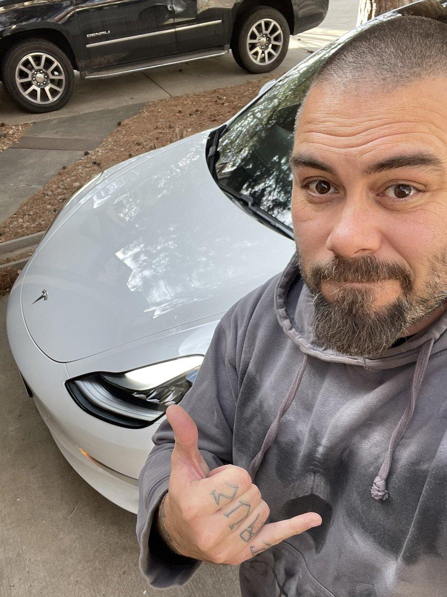 Ouvi o podcast do #FlowPodcast com o @macmasi. Rachei com a história da reunião na Apple e saída estratégica pelo banheiro. LOL. Tamo junto com a @Apple e claro, @Tesla.