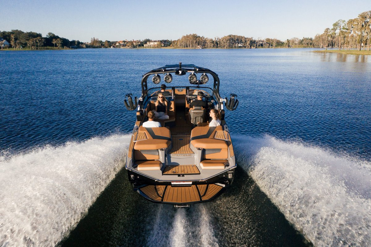 The all new Nautique G21 is ready to hit the water! Ready for any on-water adventure you can imagine, the all-new Super Air Nautique G21 is a wake boat revolution in a convenient 21-foot package. Nautique Boats   #nautiqueboats #g21 #pacificnautiques #wakeboat #sundayvibes