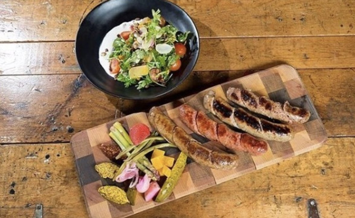 @TenStrawberrySt's beautiful #woodplatters to serve your favorite #BBQ items in #style! 👉 https://t.co/u7kTypSTE4 #SimpleElegantAffordable #TabletopMatters #serveware #familytime #cheflife #hospitality #grilling #lifestyle #stylish #barbecue https://t.co/HDsCcVp41l
