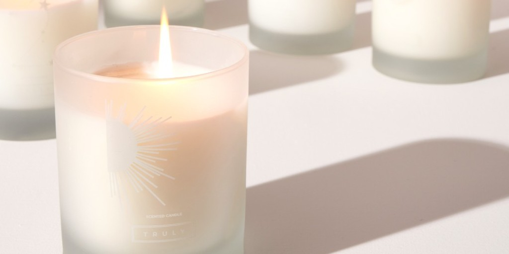 Create your cosy little corner in your home with our wonderfully smelling candles, 50% off for a limited time only!   . . #Truly #TrulyLifestyle #TrulyFamily #SelfcareSunday #SundayVibes #SundayFeeling #SelfcareTips #Selfcare #Sanctuary  #SundayMorning