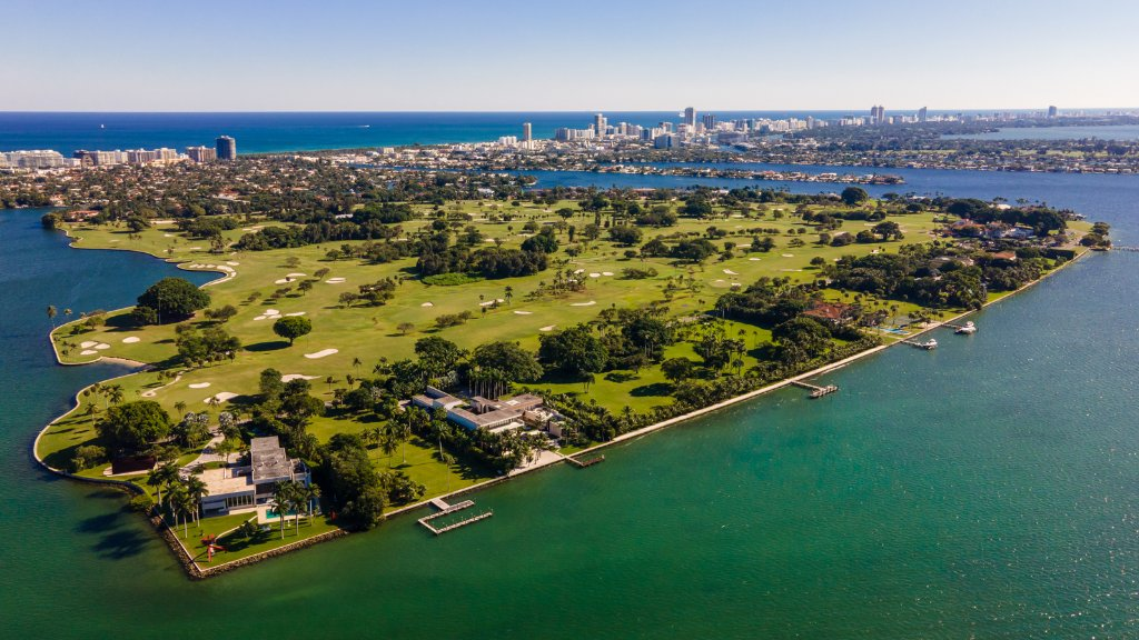 In December, the couple closed on a $32.2 million lot on Indian Creek, a luxury island community in Miami-Dade County, Florida. The village's population was last tallied at 86 people—several of whom are billionaires https://t.co/L1OCmSWu5n https://t.co/1x6QE3Yfjk