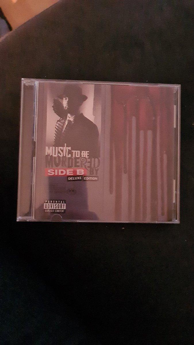 Il est là ! :) #MTBMB #MTBMBDLX @Eminem cc @EminemCity1