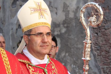 """L'arcivescovo di Palermo Lorefice scrive ai preti: """"Rispettate le regole anti Covid"""" - https://t.co/OSstIXjpJq #blogsicilianotizie"""