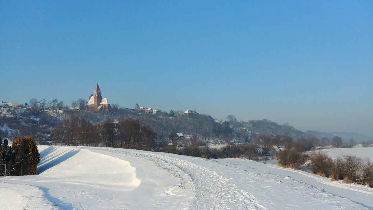 Właśnie taaaaak, tak wygląda moje miasto zimą.. Wiele osób nie lubi, ale w takiej formie, nie ma piękniejszej pory roku.. Cisza, spokój, słoneczko, wszechogarniająca czystość.. I jak wszystko co piękne, za chwilę zniknie. Chwilo trwaj! #WinterWonderland #winteriscoming #zima2021