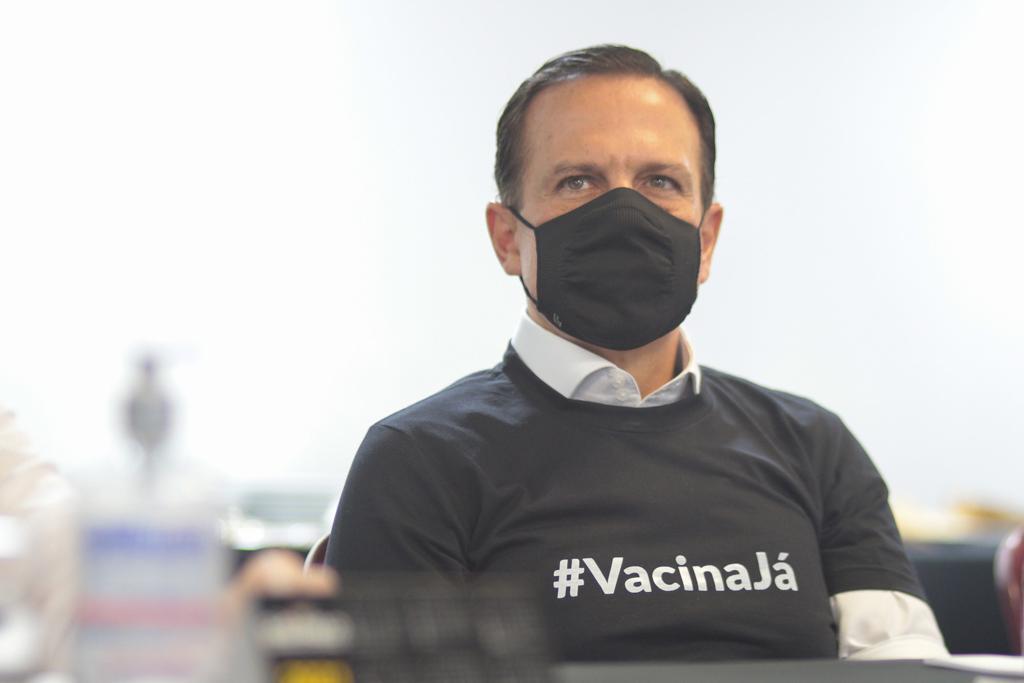 Estamos no Hospital das Clínicas, acompanhando a apresentação da Anvisa na reunião sobre a aprovação do uso emergencial da Vacina do Butantan, ao lado de alguns dos mais renomados cientistas do País. O Brasil precisa com urgência de vacinas para salvar vidas.