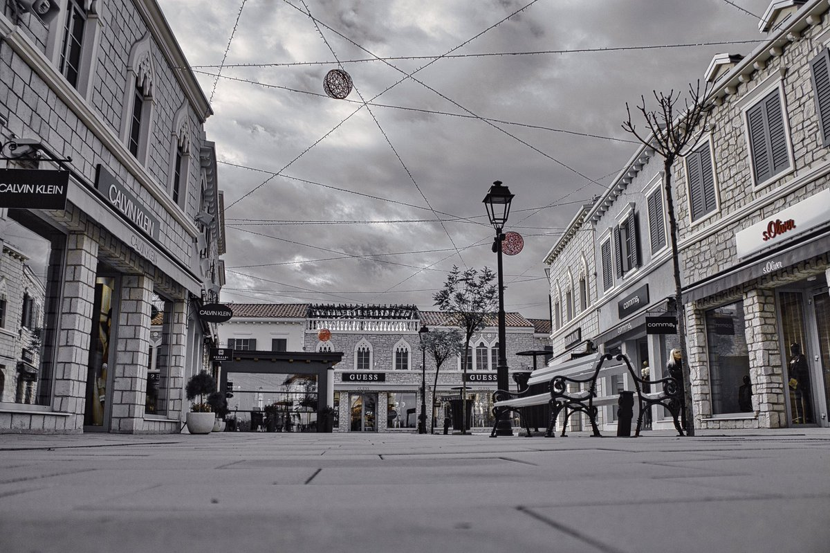 Whats next? @CalvinKlein @GUESS  #sop #back #then #when #people #used #to #travel #trip #shop #shoping #croatia #zagreb #designeroutletcroatia #photography #travelphotography #winter #mood #christmas #newyear #nov #november #2018 #shoppingspree #loveguess