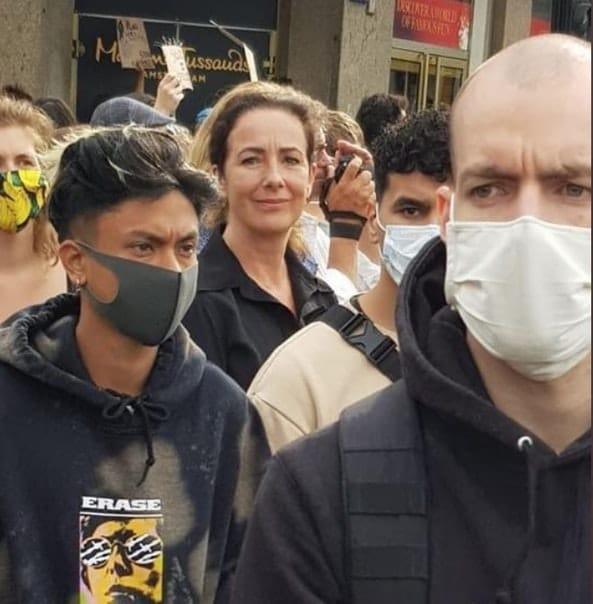 Links #BLM demo,rechts anti #coronamaatregelen demo #museumplein  Iets met Black privilege