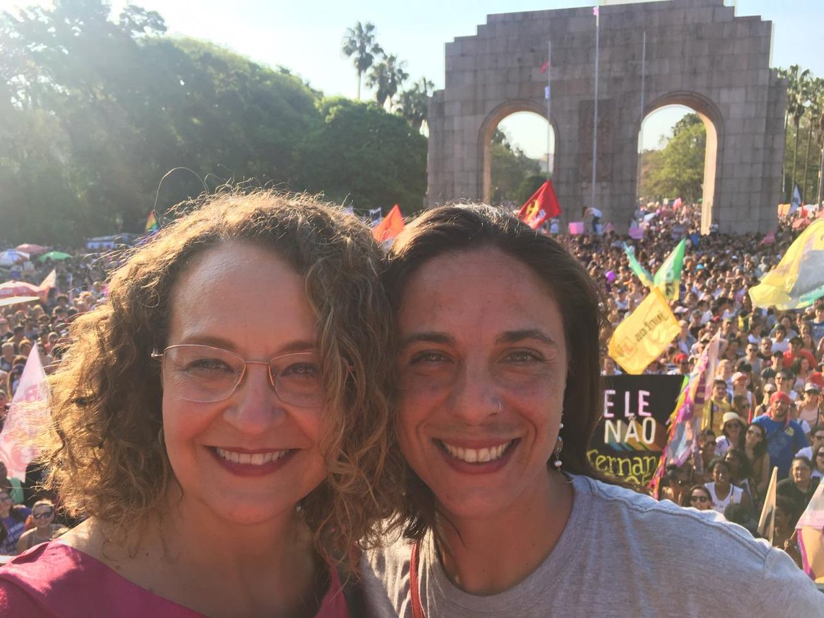 Parabéns @lucianagenro, inspiração de luta q representa a coerência e garra do PSOL e dos brasileiros. Referência pessoal na minha vida política, me orgulha estar ao lado dessa mulher maravilhosa. Um bj, saúde e força pra seguirmos juntas a caminhada por uma sociedade mais justa!