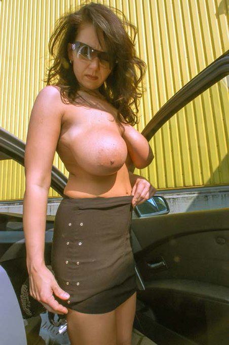 Topless in the Summertime. You like it Babe ?  @IKPromotion1 @Boobioos  @gotmilf7 @stu007gots @RUSSELLWIND