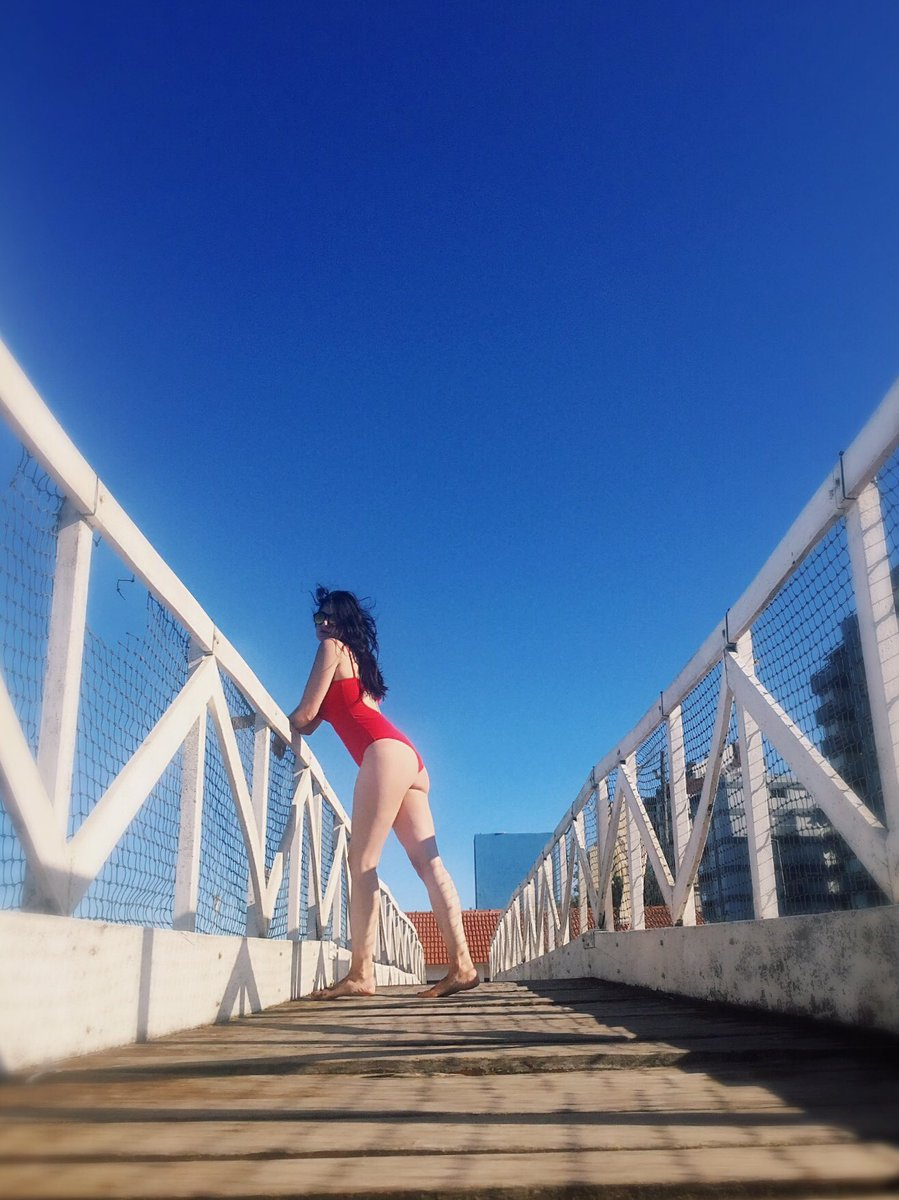 "🌉❤️ ""Usa el amor, como un puente""🌉❤️  📸 📆 Tomada el 29/02/2020  #me #justme #woman #brunette #friki #nerd #intense #lookstyle #sunglasses #red #swimsuit #photography #summer #passion #live #love #dream #neversurrender"