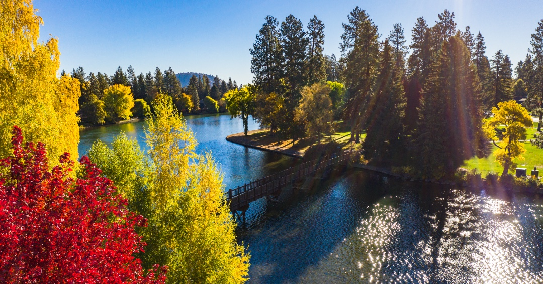 A Guide to Each Season in Bend, Oregon. Which one is your favorite?    #movingtobend #summer #winter