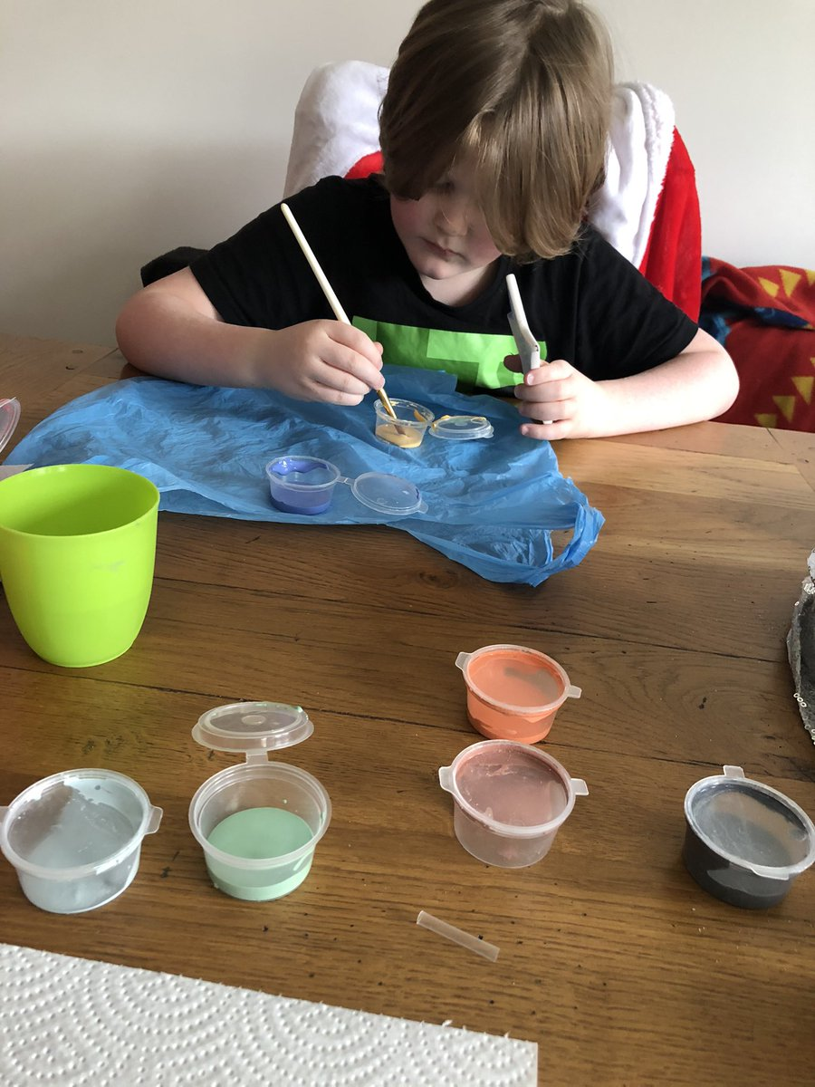#100happydays #day14 Family painting day! I understand that we are mid Jan and we are only just getting round to this, but #covid 🤷‍♀️ mine took me a good hour and I thoroughly enjoyed the time to switch off and #connect #familytime #SupportLocalBusinesses #hertford #manicceramics
