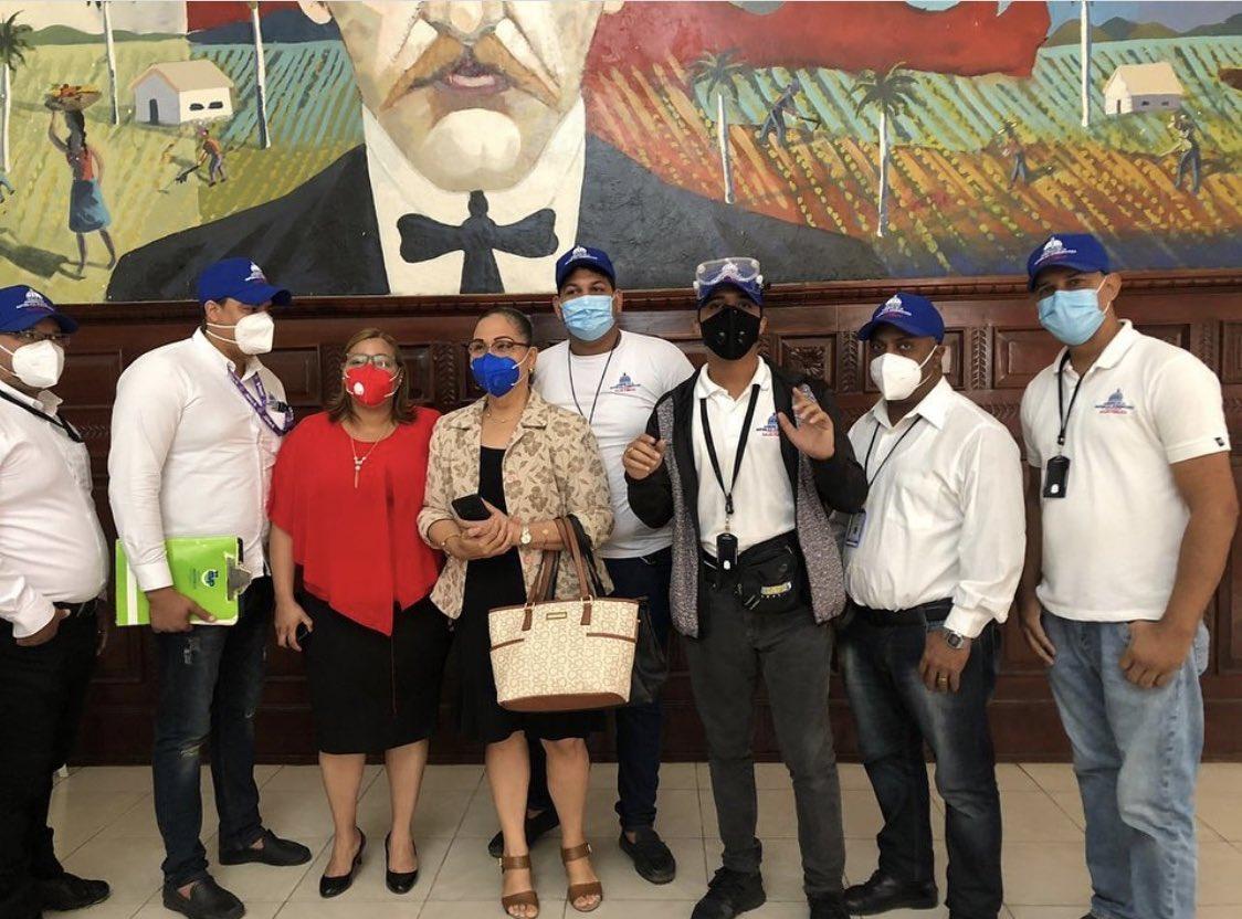 Nuestros Inspectores De Prevención de COVID-19! 👏  La batalla contra la COVID-19 en la República Dominicana es campal y en todos los frentes. #Únete #Protégete #CuidandoRD🇩🇴 #ApoyoPorMiSalud🇩🇴 .