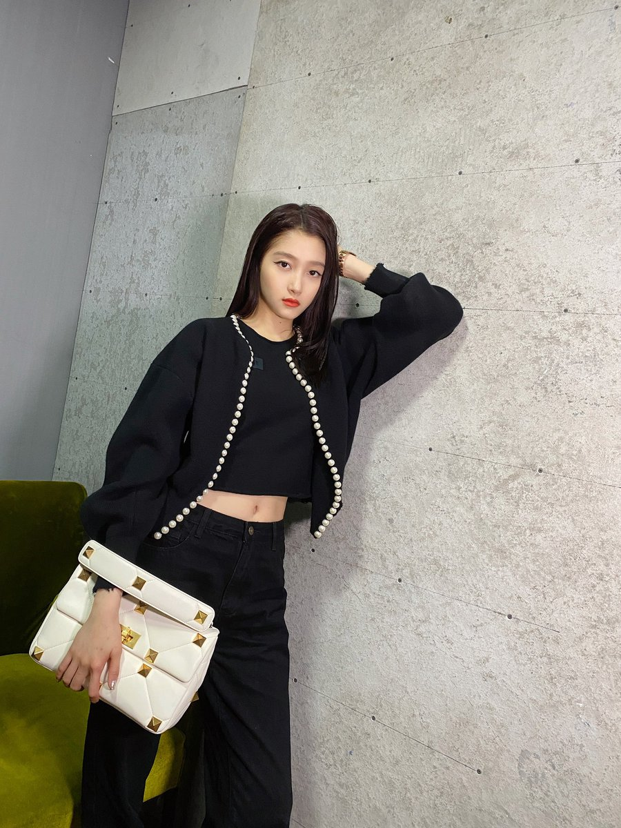 A statement magnified. #GuanXiaoTong carries the Valentino Garavani #RomanStud bag in white, featuring the iconic studs of the Maison reimagined in maxi size.