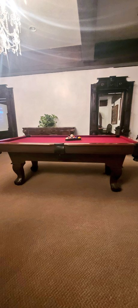 Nothing like some good music and a good ol game of billiards  for this #sundayvibes #SundayMorning #Sunday #SundayMotivation  Check us out!👇👇👇👇
