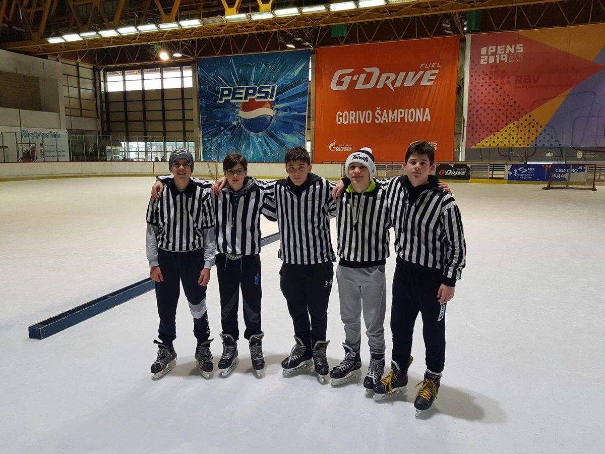 U14s helping out with refereeing duties today! #HockeyIsForEveryone #HockeyIsBack #letsgostars @nsstarshockey