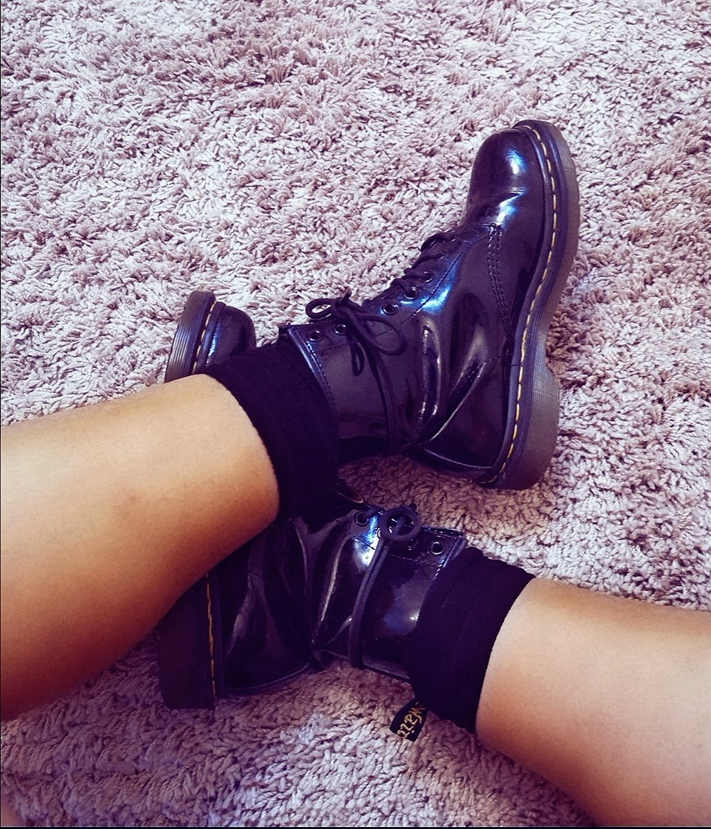 Anyone else still wrap tie their laces on their boots like when they were a teenager?! I've never stopped 🤣 #40somethingthinking #drmartens #drmartenboots #90sLove #90sfashion