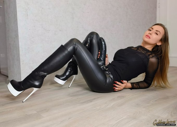 #femdom #strapon #mistress #boots #leather https://t.co/keU4CivnA5