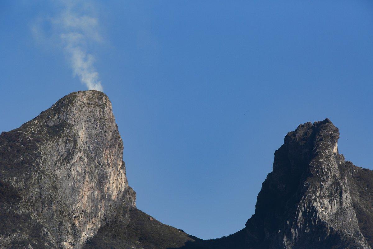 Incendio en el Pico Norte del #CerroDeLaSilla #Monterrey  Fer Vega 2021. EF300mm f/4L IS USM @CanonMexicana  / Solgar, S.A. de C.V. https://t.co/HbCNkon3yk
